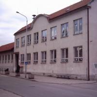 Zbýšov - fasáda základní školy